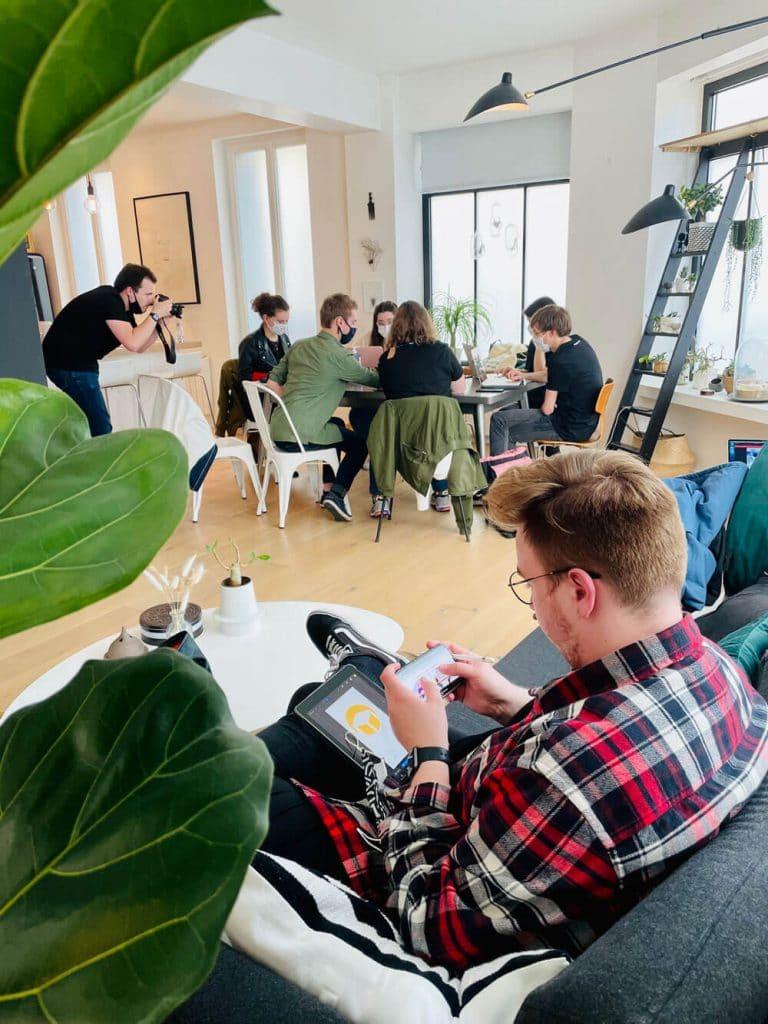 Groupe de coworking à la première session TableCorner