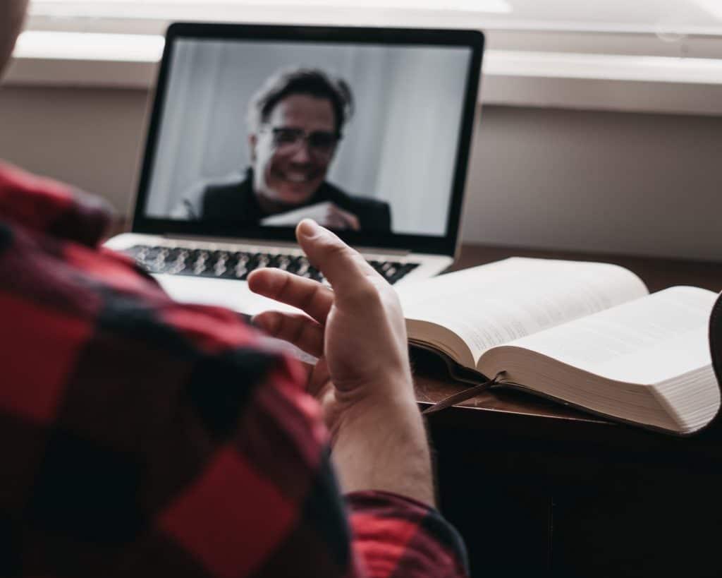 Meeting vidéo visioconférence à distance en télétravail